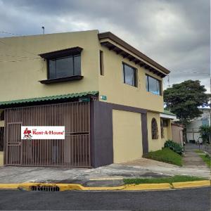Apartamento En Alquileren Sabana, San Jose, Costa Rica, CR RAH: 21-699