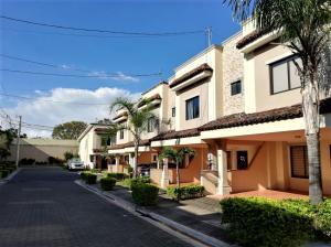Casa En Ventaen Santa Ana, Santa Ana, Costa Rica, CR RAH: 21-698