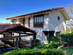 Casa En Ventaen Guachipelin, Escazu, Costa Rica, CR RAH: 21-725