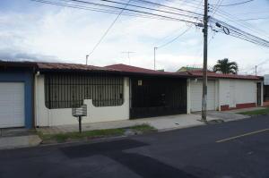 Casa En Ventaen Mercedes Sur, Heredia, Costa Rica, CR RAH: 21-824