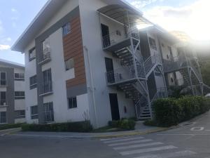 Apartamento En Alquileren Rio Oro, Santa Ana, Costa Rica, CR RAH: 21-872