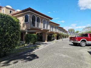 Casa En Alquileren Tres Rios, La Union, Costa Rica, CR RAH: 21-871