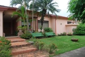 Casa En Alquileren Pozos, Santa Ana, Costa Rica, CR RAH: 21-917