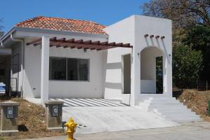 Casa En Ventaen Ulloa, Heredia, Costa Rica, CR RAH: 21-920