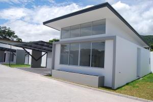 Casa En Ventaen Santa Ana, Santa Ana, Costa Rica, CR RAH: 21-928