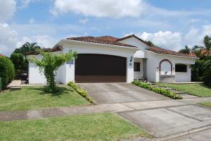 Casa En Ventaen Pozos, Santa Ana, Costa Rica, CR RAH: 21-929