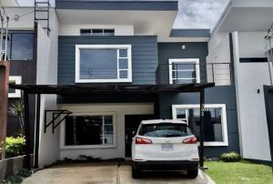 Casa En Ventaen Ulloa, Heredia, Costa Rica, CR RAH: 21-956