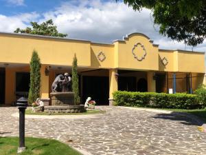 Casa En Alquileren El Coyol, Alajuela, Costa Rica, CR RAH: 21-981