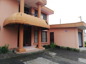 Casa En Alquileren Sabana, San Jose, Costa Rica, CR RAH: 21-1026