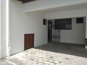 Apartamento En Alquileren Escazu, Escazu, Costa Rica, CR RAH: 21-1050