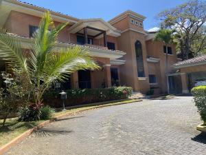 Casa En Ventaen Santa Ana, Santa Ana, Costa Rica, CR RAH: 21-1064