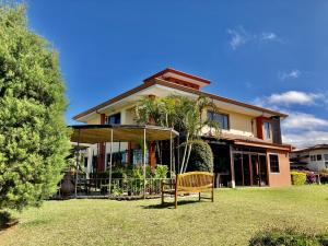 Casa En Ventaen Santo Domingo, Santo Domingo, Costa Rica, CR RAH: 21-1066
