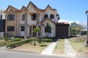 Casa En Ventaen Cartago Centro, Paraiso, Costa Rica, CR RAH: 21-1142