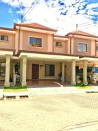 Casa En Ventaen Lomas De Ayarco Sur, Curridabat, Costa Rica, CR RAH: 21-1165