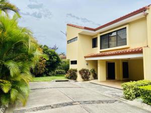 Casa En Alquileren San Rafael Escazu, Escazu, Costa Rica, CR RAH: 21-1167