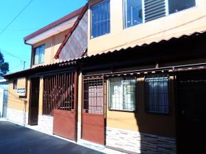 Casa En Ventaen Curridabat, Curridabat, Costa Rica, CR RAH: 21-1199