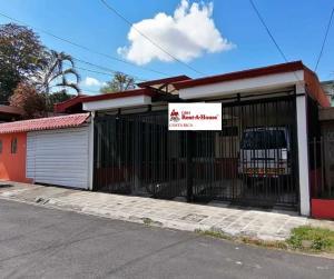 Casa En Ventaen Guadalupe, Goicoechea, Costa Rica, CR RAH: 21-1202