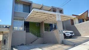 Apartamento En Alquileren Brasil De Santa Ana, Santa Ana, Costa Rica, CR RAH: 21-868