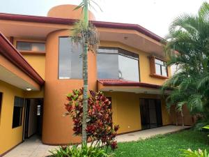 Casa En Ventaen La Uruca, San Jose, Costa Rica, CR RAH: 21-1211