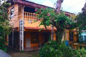 Edificio En Ventaen Guapiles, Pococi, Costa Rica, CR RAH: 21-1275