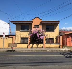 Apartamento En Alquileren San Joaquin De Flores De Heredia, Flores, Costa Rica, CR RAH: 21-1394