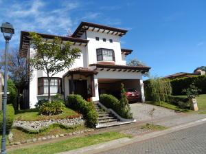 Casa En Ventaen Santo Domingo, Santo Domingo, Costa Rica, CR RAH: 21-1318