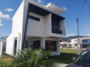 Casa En Ventaen Cartago Centro, El Guarco, Costa Rica, CR RAH: 21-1392