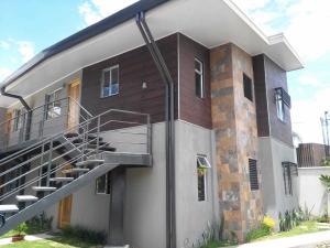 Apartamento En Alquileren Pozos, Santa Ana, Costa Rica, CR RAH: 21-1393