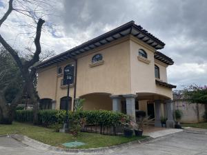 Casa En Alquileren Pozos, Santa Ana, Costa Rica, CR RAH: 21-1424