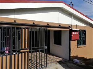 Casa En Ventaen Pozos, Santa Ana, Costa Rica, CR RAH: 21-1445