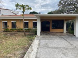 Casa En Ventaen Pozos, Santa Ana, Costa Rica, CR RAH: 21-1575