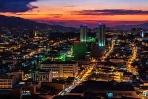 Apartamento En Alquileren Paseo Colon, San Jose, Costa Rica, CR RAH: 21-1573