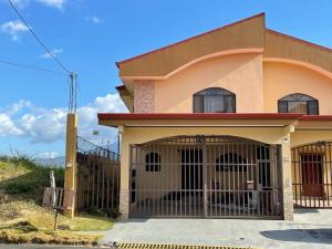 Casa En Alquileren Ciudad Cariari, Belen, Costa Rica, CR RAH: 21-1567