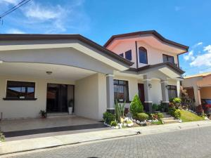 Casa En Ventaen San Antonio, Vazquez De Coronado, Costa Rica, CR RAH: 21-1604
