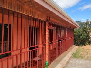 Casa En Alquileren Desamparados, Desamparados, Costa Rica, CR RAH: 21-1643