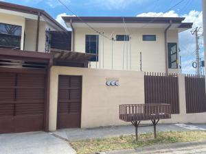 Apartamento En Alquileren Pozos, Santa Ana, Costa Rica, CR RAH: 21-1653