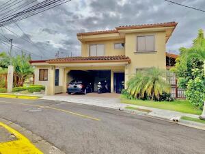 Casa En Ventaen Ulloa, Heredia, Costa Rica, CR RAH: 21-1666