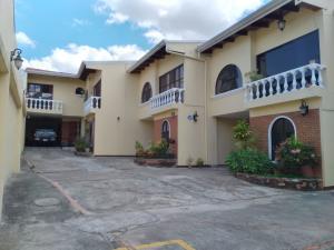 Casa En Ventaen Trejos Montealegre, Escazu, Costa Rica, CR RAH: 21-1700