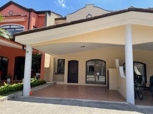 Casa En Ventaen Santa Ana, Santa Ana, Costa Rica, CR RAH: 21-1724