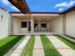 Casa En Ventaen Mercedes Norte, Heredia, Costa Rica, CR RAH: 21-1714