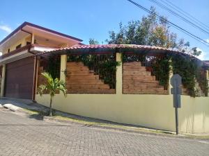 Casa En Ventaen Guadalupe, Goicoechea, Costa Rica, CR RAH: 21-1745