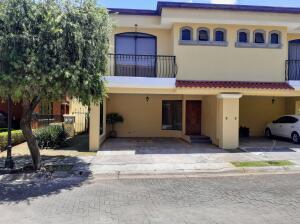 Casa En Ventaen Barva De Heredia, Barva, Costa Rica, CR RAH: 21-1812