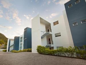 Apartamento En Alquileren Rio Oro, Santa Ana, Costa Rica, CR RAH: 21-1814