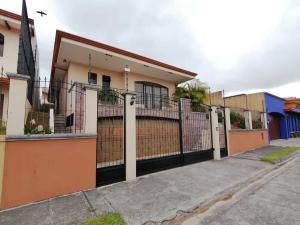 Casa En Ventaen Guadalupe, Goicoechea, Costa Rica, CR RAH: 21-1837