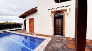 Casa En Alquileren Brasil De Santa Ana, Santa Ana, Costa Rica, CR RAH: 21-1838