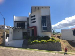Casa En Ventaen Santo Domingo, Santo Domingo, Costa Rica, CR RAH: 21-1891