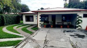 Apartamento En Alquileren Santa Ana, Santa Ana, Costa Rica, CR RAH: 21-1940