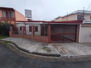 Casa En Alquileren Zapote, San Jose, Costa Rica, CR RAH: 21-1964