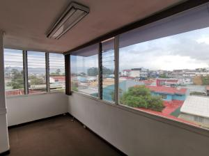 Oficina En Alquileren Montes De Oca, Montes De Oca, Costa Rica, CR RAH: 21-2060