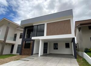 Casa En Ventaen Ulloa, Heredia, Costa Rica, CR RAH: 21-2078